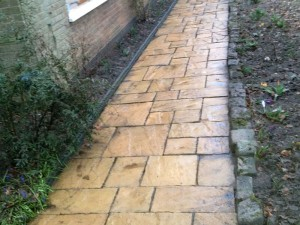 Roofman professional drive and path cleaning service.
